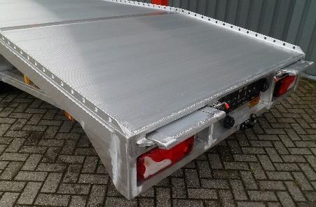 Canter oprijwagen kantbalk met gatenprofiel