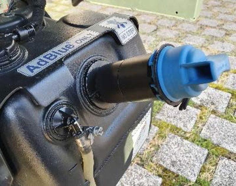 FUSO AdBlue tank adapter